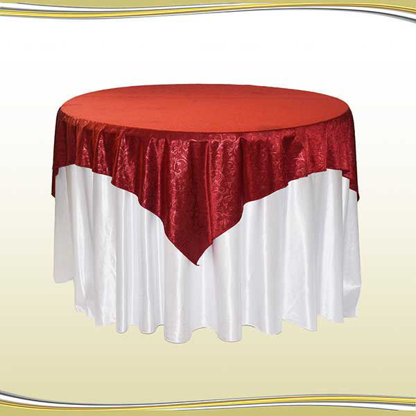 تصویر میز گرد با کاور طرحدار و لچکی