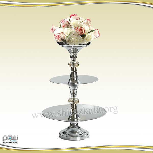 تصویر ظرف سه طبقه نقره ای میوه و شیرینی با گل رز