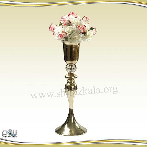 تصویر کاپ گل طلایی با توپ گل رز