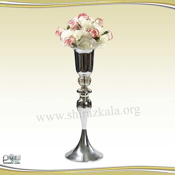تصویر کاپ گل نقره ای با توپ گل رز