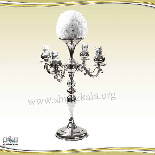 تصویر شمعدان ۴ شاخه نقره ای با توپ گل میخک